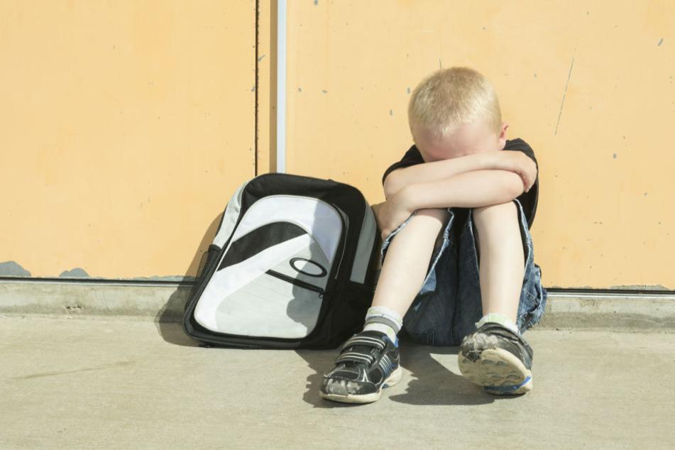 Der Kindesmissbrauch eines kleinen Jungen ist nun zum Politikum geworden. Die Behörden schieben sich den schwarzen Peter zu. (Symbolbild)
