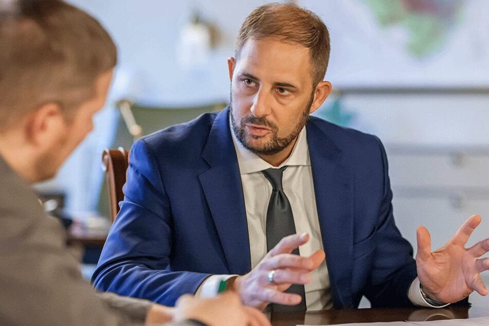 Jesko Vogel (43), seit zwei Jahren Oberbürgermeister von Limbach-Oberfrohna, krempelt die Stadtverwaltung um.