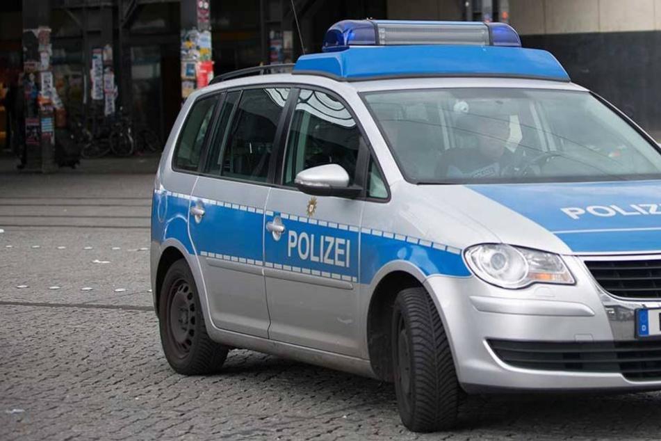 Die Polizei stoppte einen Raser, der an einem illegalen Autorennen beteiligt war (Symbolbild).