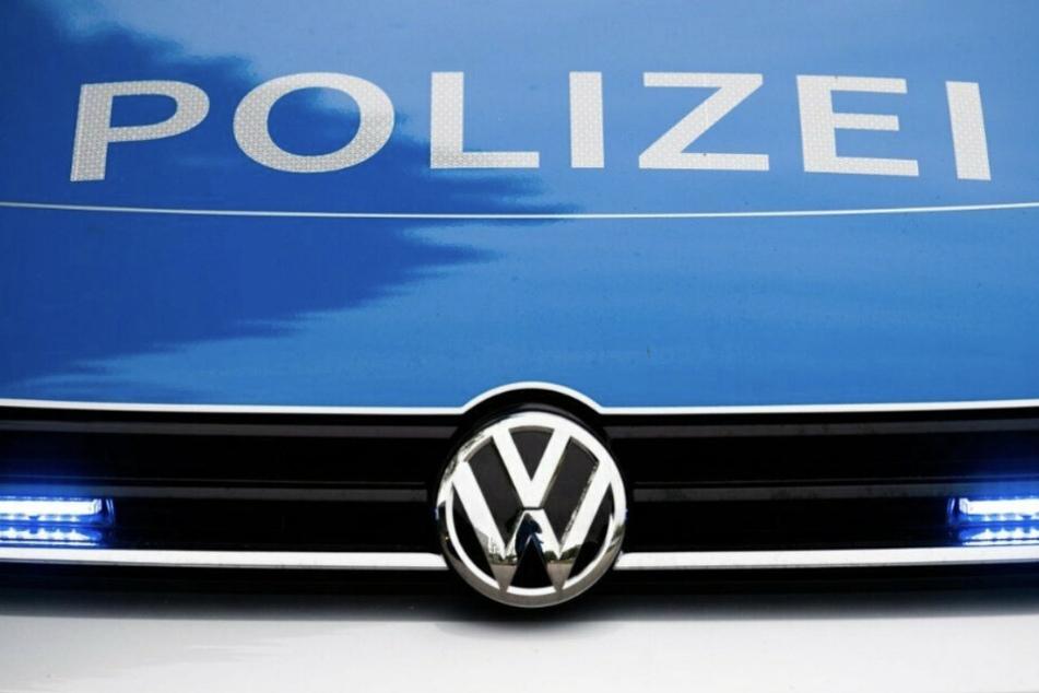 Am Samstag rückte die Polizei nach Bad Bibra im Burgenlandkreis aus. Dort bedrohte ein Mann andere Gartenlaubenbesitzer mit einer Axt. (Symbolbild)