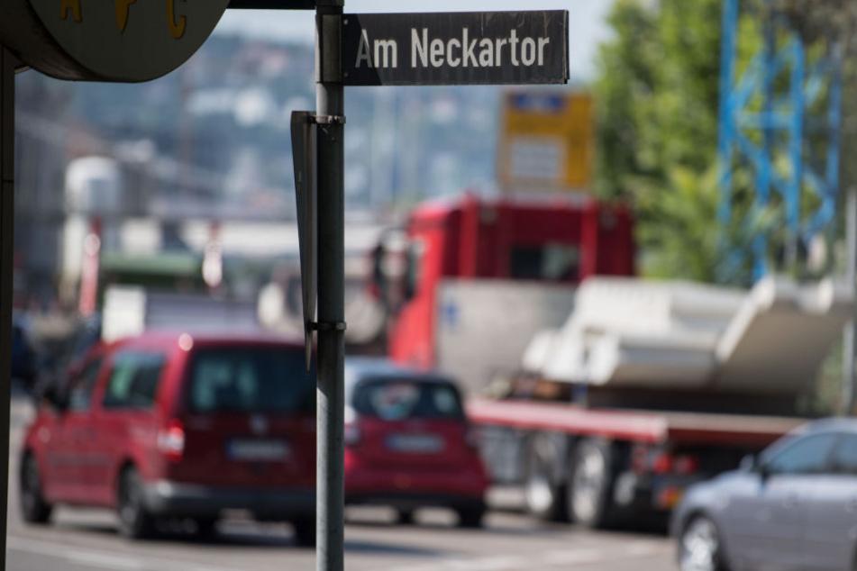 Gilt als Feinstaub-Hotspot: die Straße Am Neckartor in Stuttgart. (Archivbild)