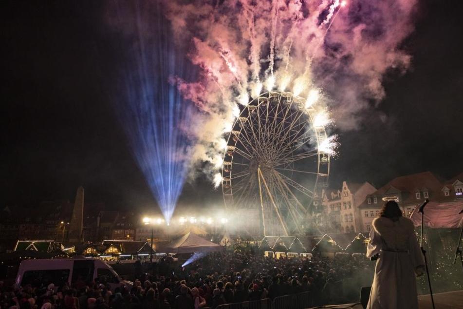 Am Riesenrad wurde ein großes Feuerwerk entzündet.