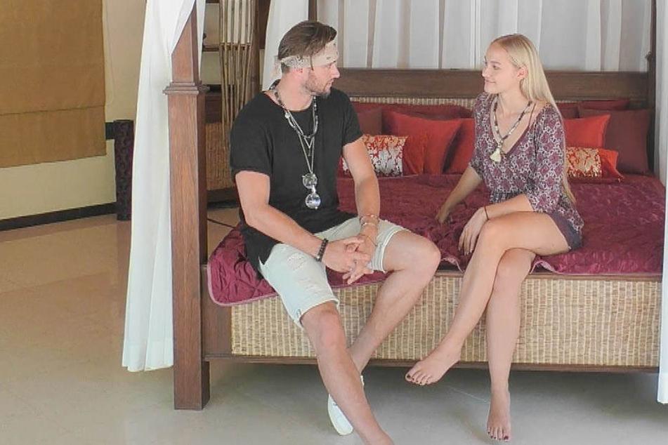 Svenja (rechts) beim Date mit Michi (links).