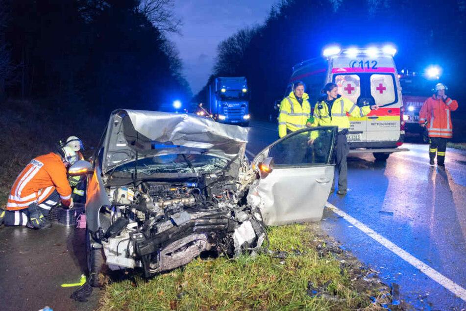 Überholverbot missachtet: Zwei Personen bei Unfall auf B3 schwer verletzt