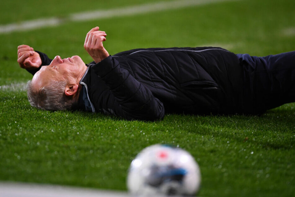 SCF-Trainer Christian Streich wurde von David Abraham zu Boden gecheckt.