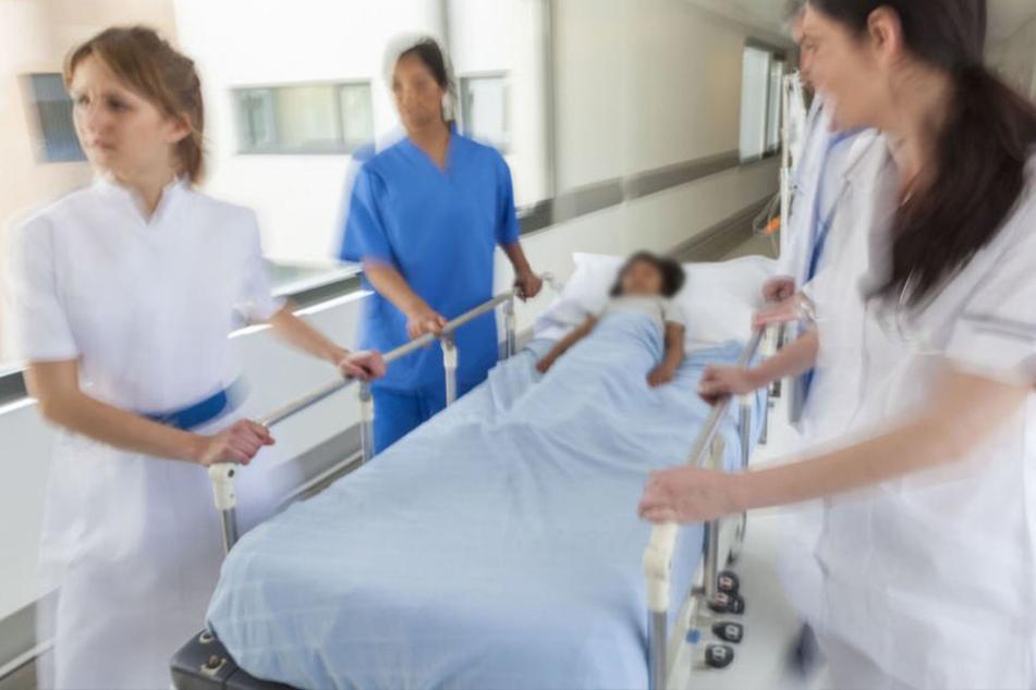 Nach einer Not-OP am Montag ringt das Greizer Mädchen auch am Folgetag noch mit ihren schweren Verletzungen. (Symbolbild)