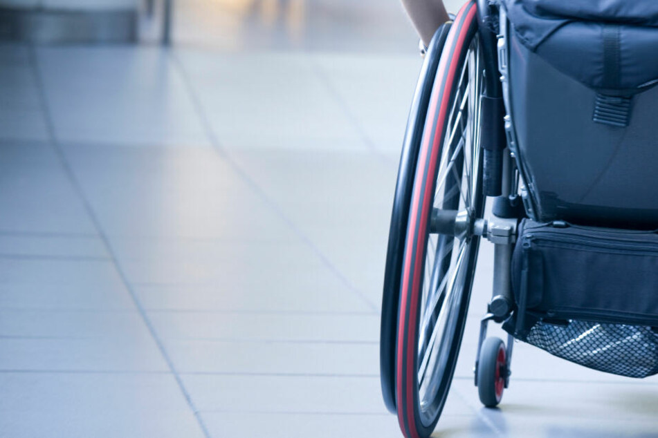 Der kleine Jacob ist an den Rollstuhl gefesselt. In ihm erlebte er kurz vor Weihnachten demütigende Momente. (Symbolbild)