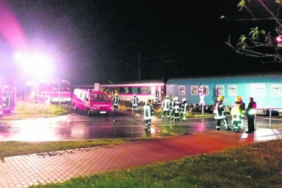 Polizei, Feuerwehr und Notarzt konnten in der Nacht nichts mehr für den  Verunglückten (39) tun.