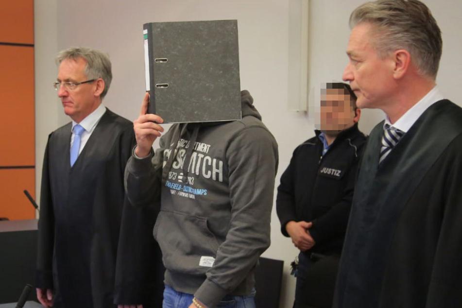 Der Angeklagte Alex H. (24) soll sich an vier Kindern vergangen haben.