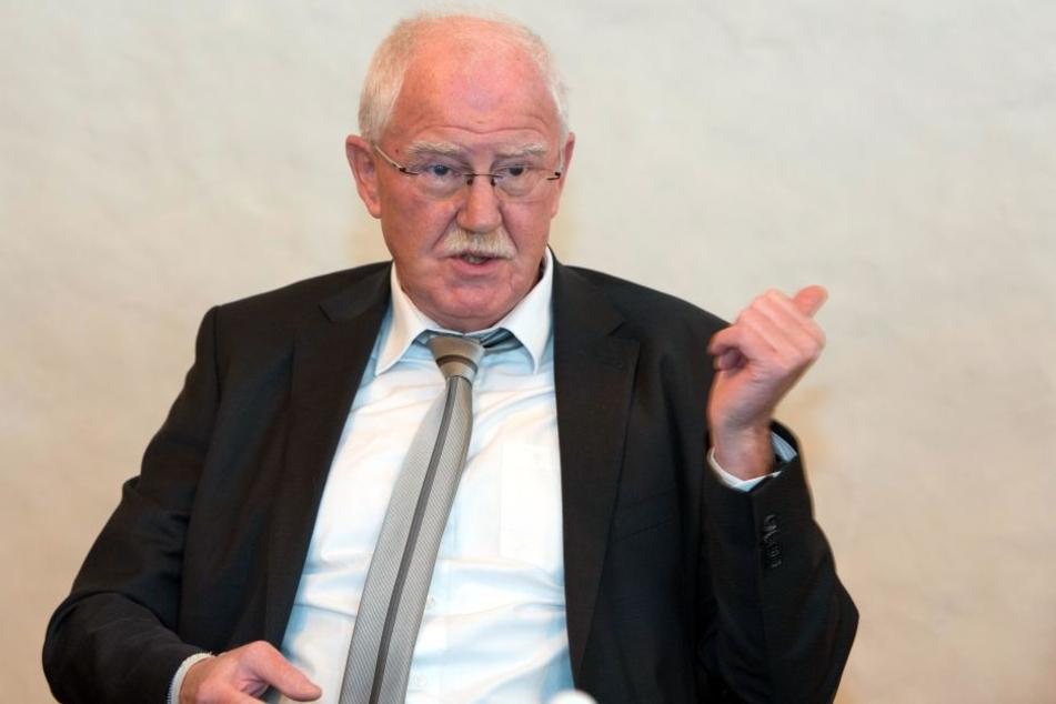 Finanzbürgermeister Bernd Meyer (65, Linke) lässt die Kritik an den Parkgebühren nicht auf sich sitzen, verweist auf Stadtratsbeschlüsse. Er selbst braucht sich keine Knöllchen-Sorgen machen: Meyer hat eine Sonderparkerlaubnis.