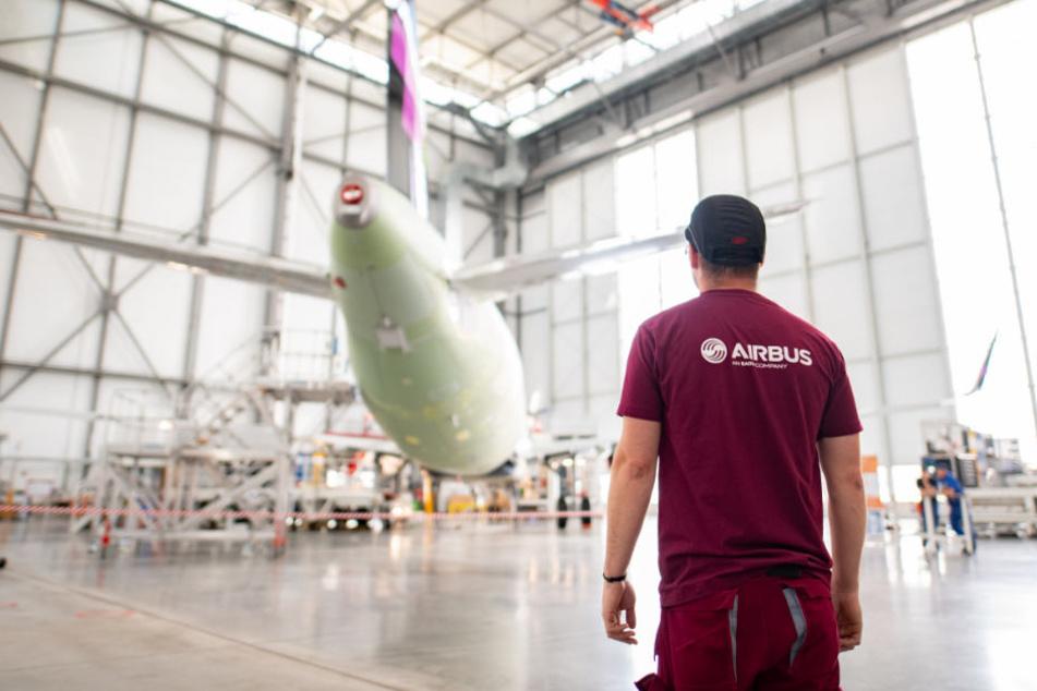 Weniger Mitarbeiter werden in der neuen Produktionslinie zum Bau eines Airbus A320 gebraucht.