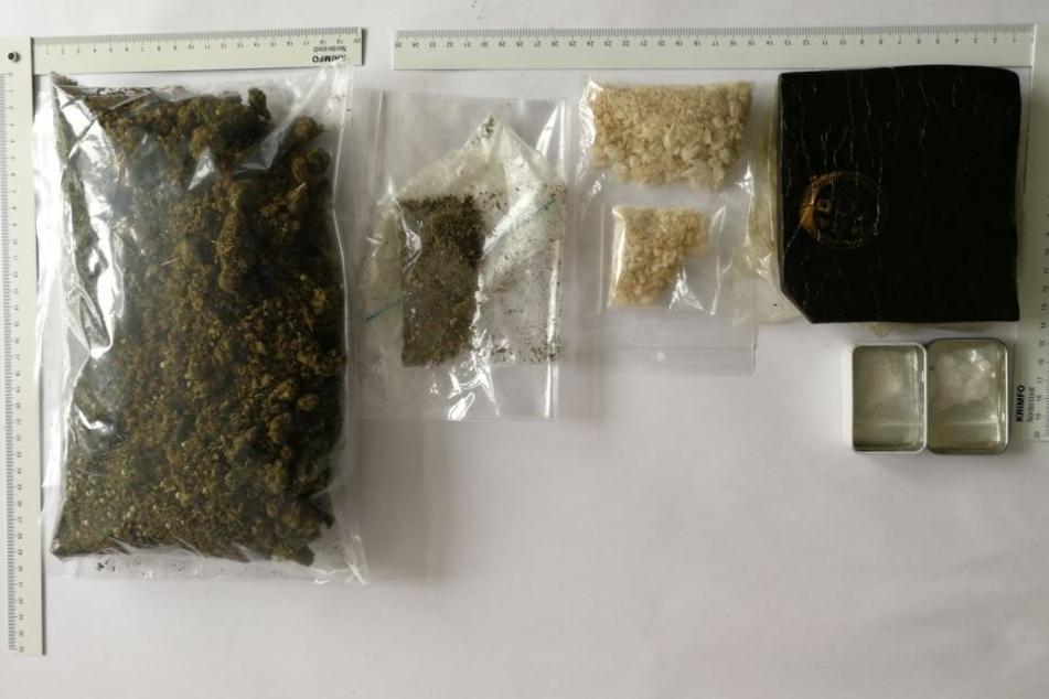 Die Polizei stellte insgesamt rund 500 Gramm verschiedene Drogen sicher.