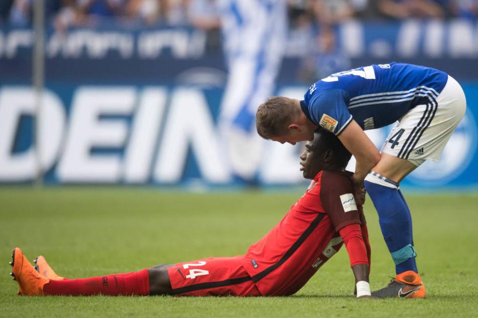 Auch Bastian Oczipka konnte Danny da Costa (sitzend) nicht aufmuntern.