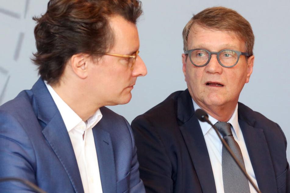 Der Bahn-Infrastrukturvorstand Ronald Pofalla (r) und NRW-Verkehrsminister Hendrik Wüst (CDU) .