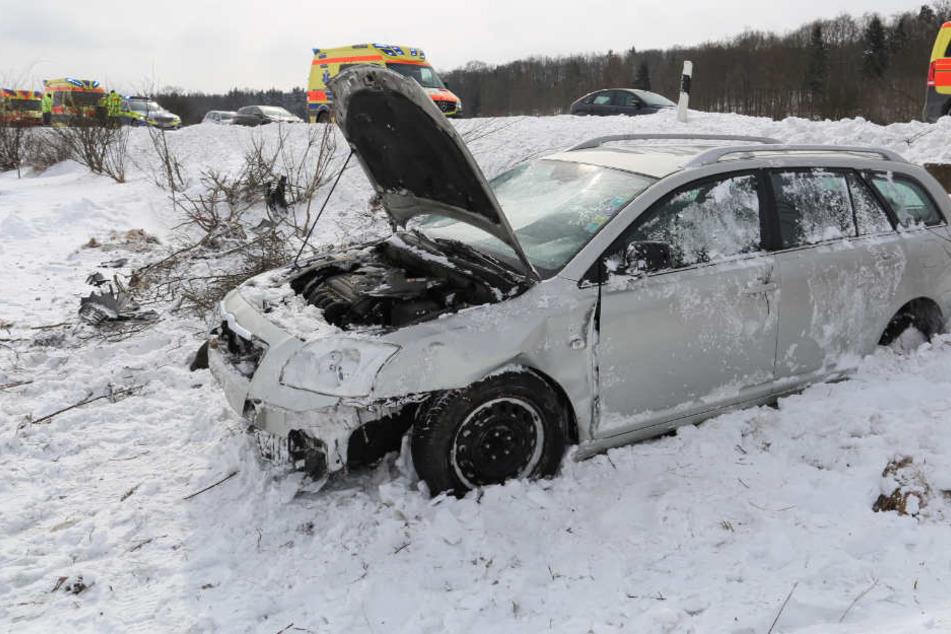 Der Mann und seine Mitfahrer hatten gegen den Schnee keine Chance.