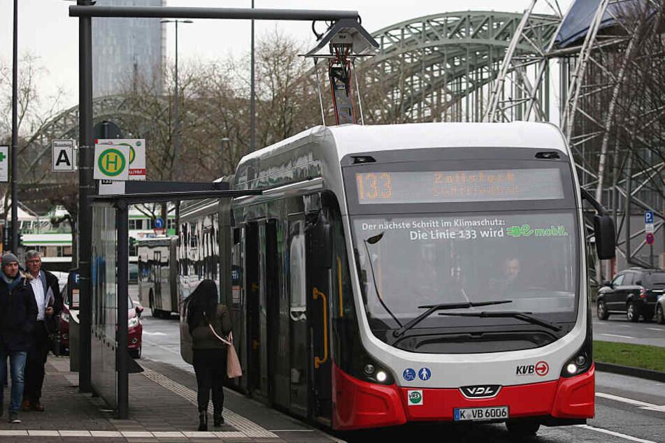 In Köln soll das Angebot an Elektrobussen in den kommenden Jahren deutlich ausgebaut werden (im Bild die Linie 133).