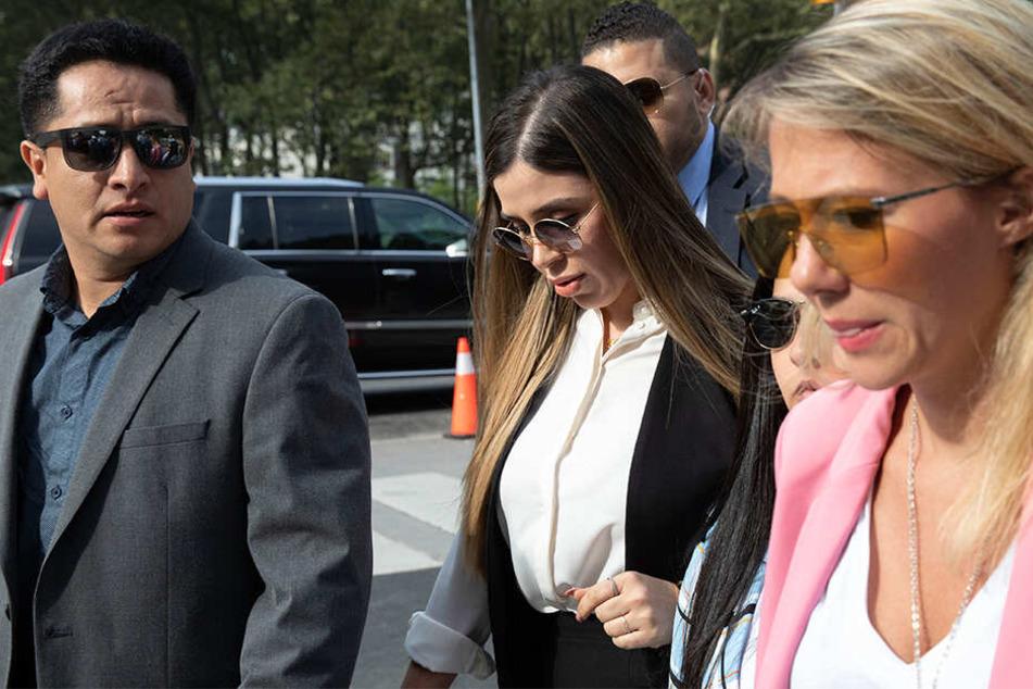 """Emma Coronel Aispuro (Mi.), Ehefrau von """"El Chapo"""", kommt zur Verkündung des Strafmaßes für den mexikanischen Drogenboss."""