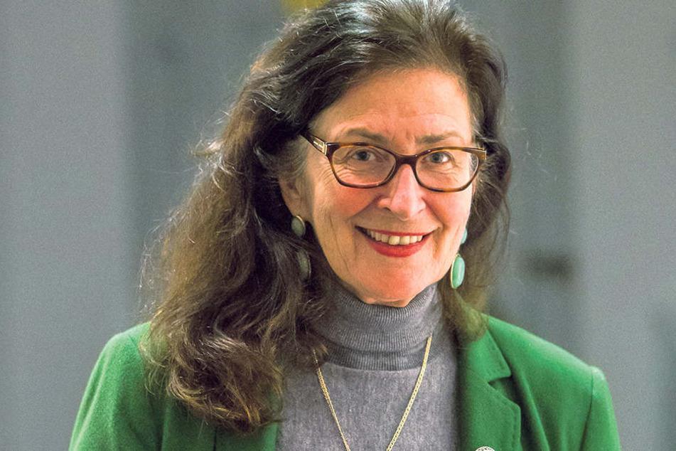 Polymobil gegen Ringelnatz-Bilder: Museumsleiterin Sabine Jung befürwortet den Tausch.
