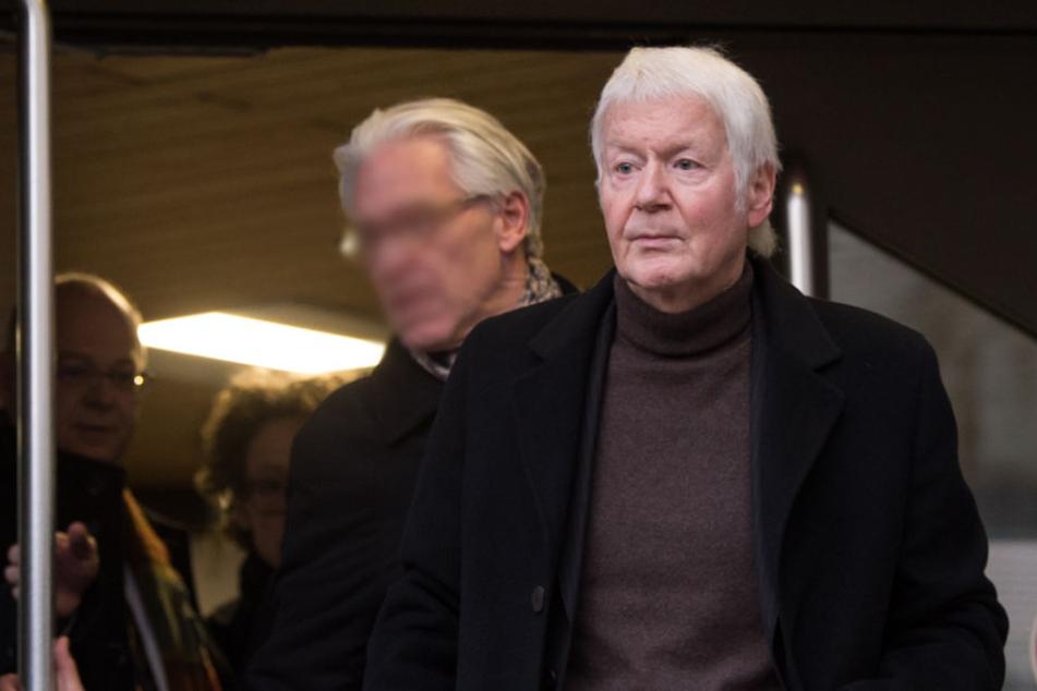 In seiner Miene ist nichts zu lesen. Anton Schlecker nach der Urteilsverkündung auf dem Weg aus dem Landgericht Stuttgart.