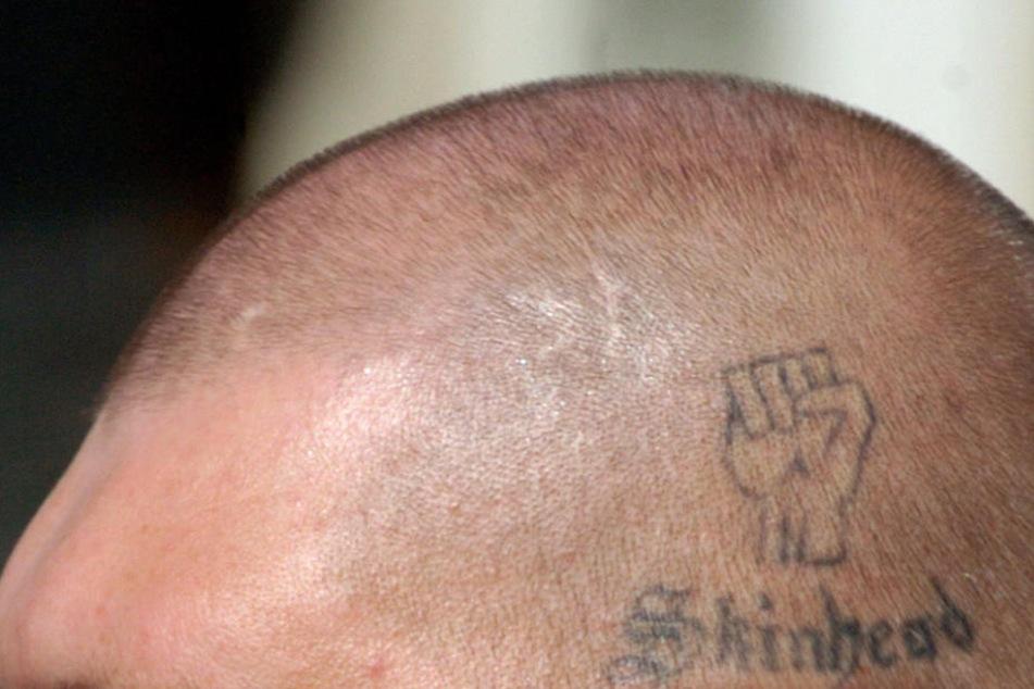 Ein Skinheadkonzert im Kreis Ravensburg hat einen Großeinsatz der Polizei ausgelöst. (Symbolbild)