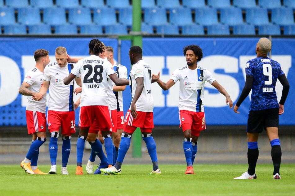 Hamburgs Spieler jubeln nach dem Tor zum 1:0.
