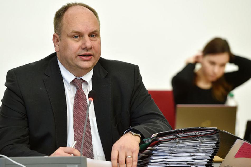 Regenbogenflagge am Rathaus? Nicht mit OB Dirk Hilbert (45, FDP).