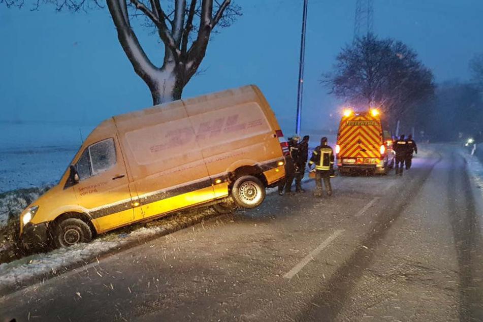 Bisher ist unklar, wie schwer der Fahrer verletzt ist.