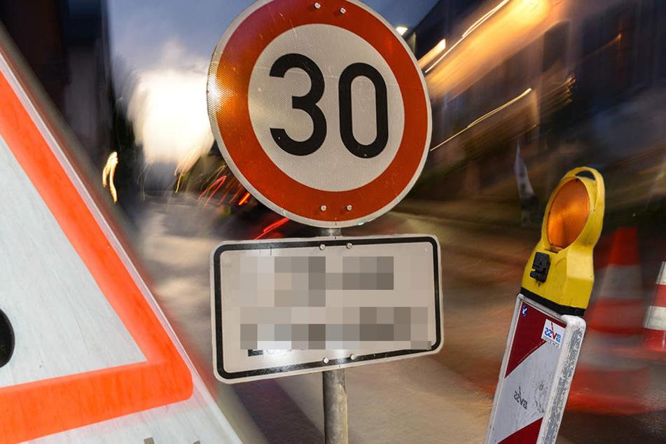 Der Mann (35) blockierte mit Verkehrsschildern, Absperrzäunen und Warnbaken die Wolfgang-Heinze-Straße. (Symbolbild)