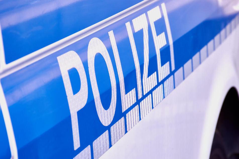 Die Polizisten stellten die Waffe in der Folge sicher. (Symbolbild)