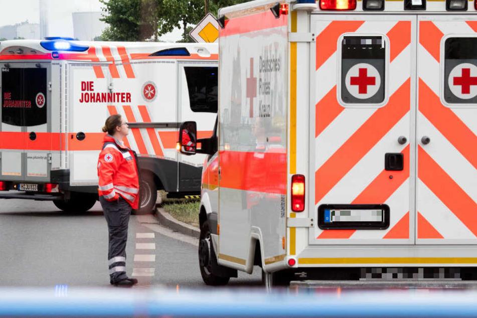 Der Rettungsdienst brachte die Verletzte in ein Krankenhaus. (Symbolbild)