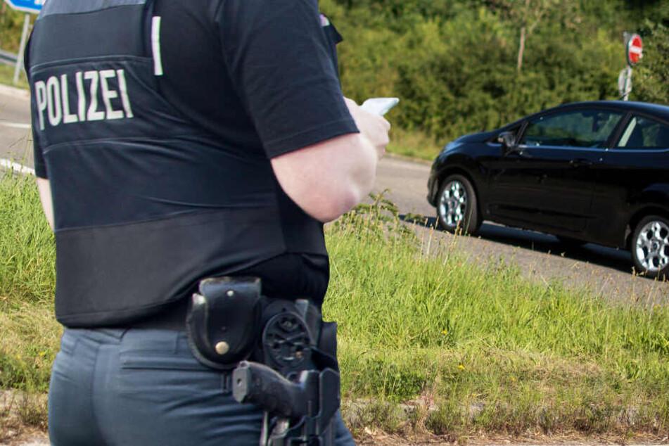 Die Polizei machte sich umgehend auf den Weg zu dem Autobahn-Zubringer (Symbolbild).