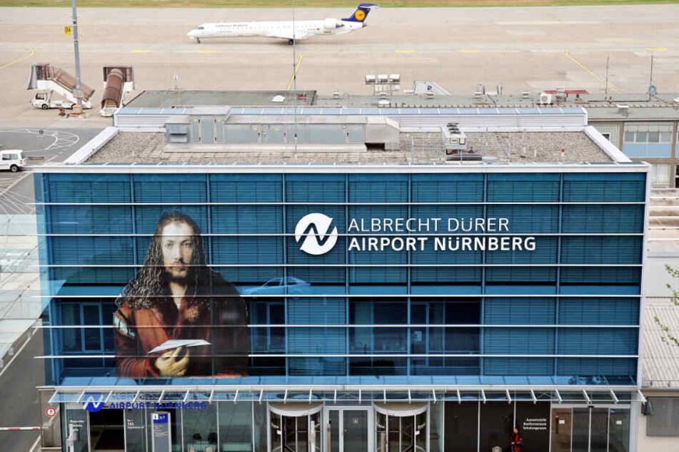 Der Flughafen Nürnberg steht bei der Debatte vor allem im Fokus. (Archivbild)