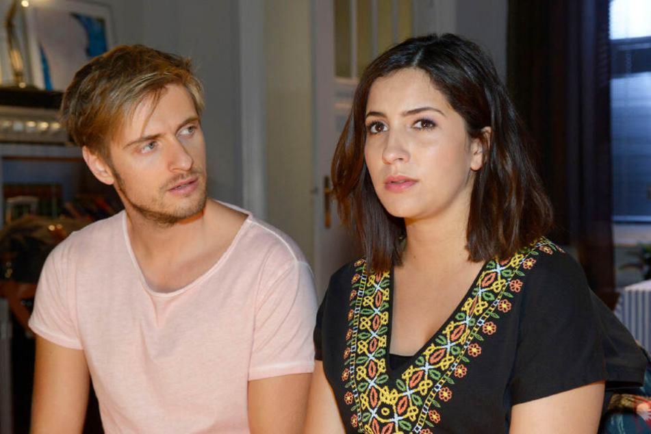 Laura (Chryssanthi Kavazi) verabschiedet sich innerlich von Philip (Jörn Schlönvoigt).