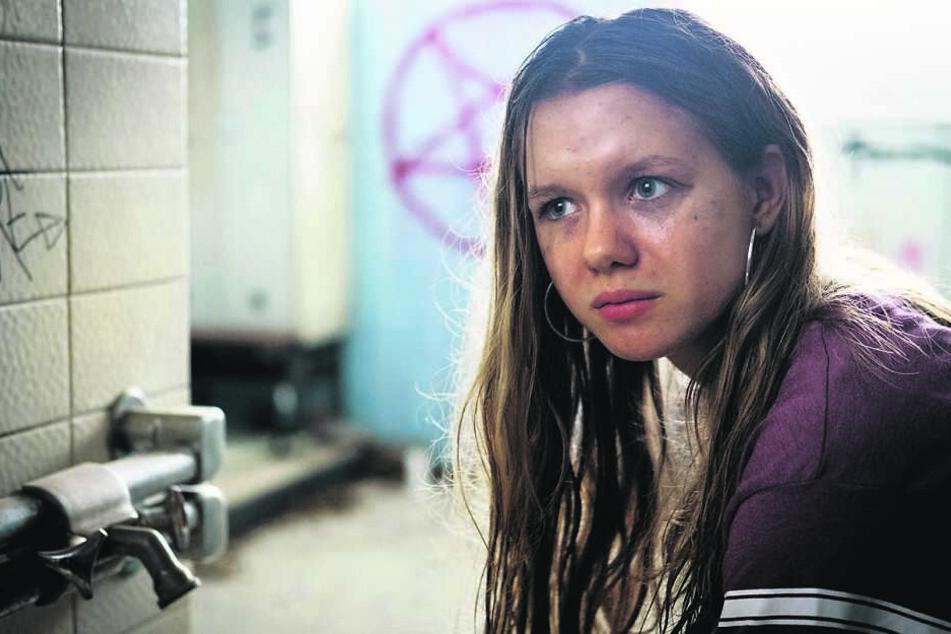 Will ihr Kind nicht: Julija Petkow (Lilly Barshy, 17) hat ihre Schwangerschaft verdrängt.