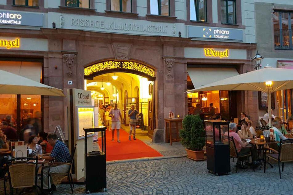 Das Passagenfest findet alljährlich am ersten Freitag im September in der Leipziger Innenstadt statt.