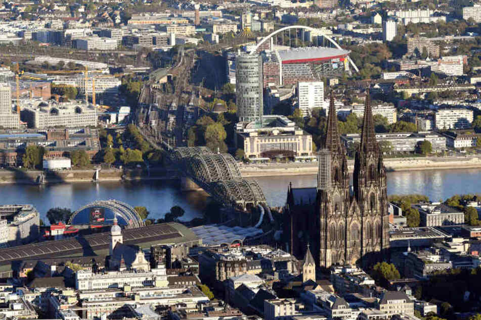 Im Zentrum von Köln sind die Immobilienpreise sehr hoch, Wohnungen kaum verfügbar.