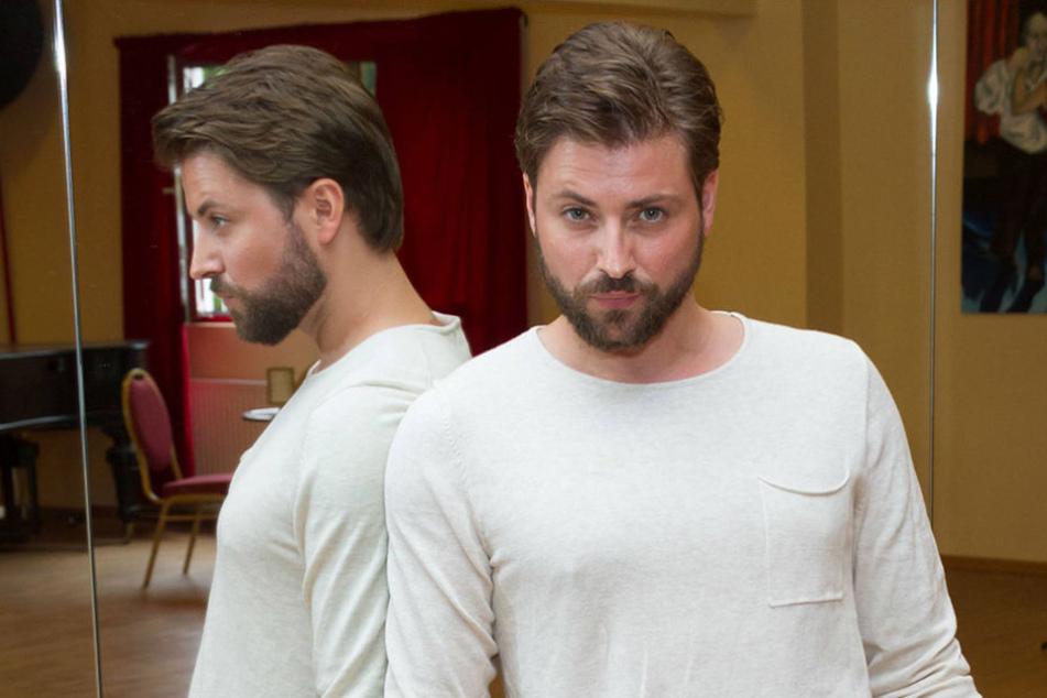 Schauspieler Felix von Jascheroff (34) hat seiner Freundin einen Heiratsantrag gemacht.