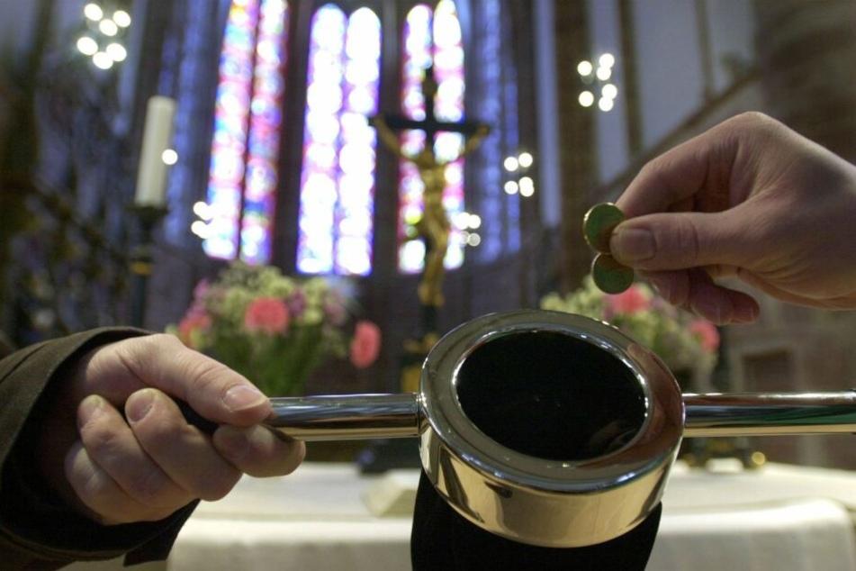 Wegen der sinkenden Mitgliederzahlen hat die Kirche Geldsorgen. (Archivbild)