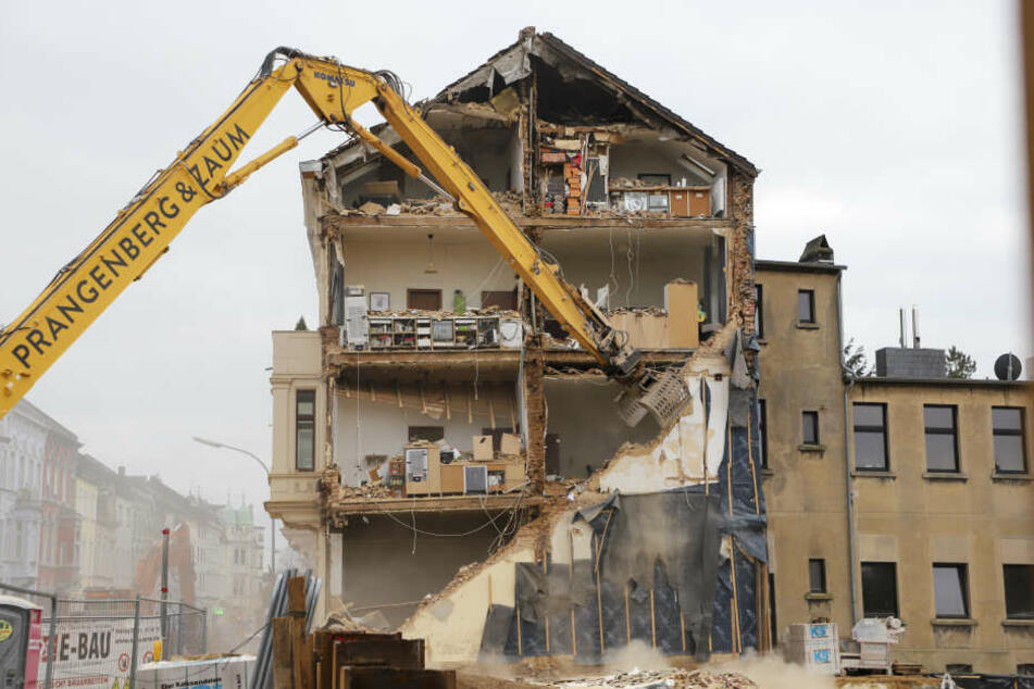 Das einsturzgefährdete Wohnhaus in der Viersener Straße in Mönchengladbach muss nun vollständig abgerissen werden.