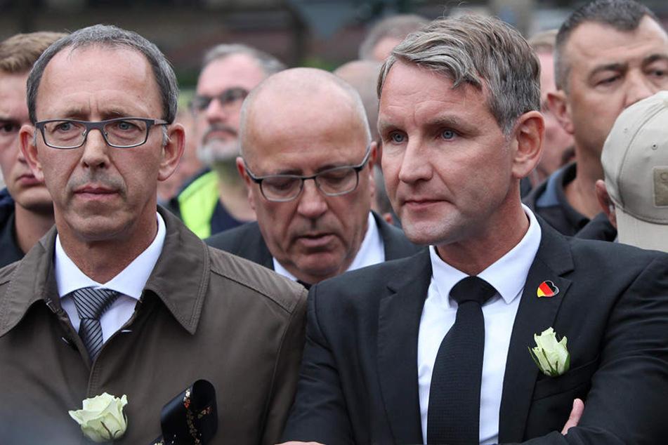 Landtag bummelt: Noch kein Ermittlungsverfahren gegen Höcke wegen Demo-Foto
