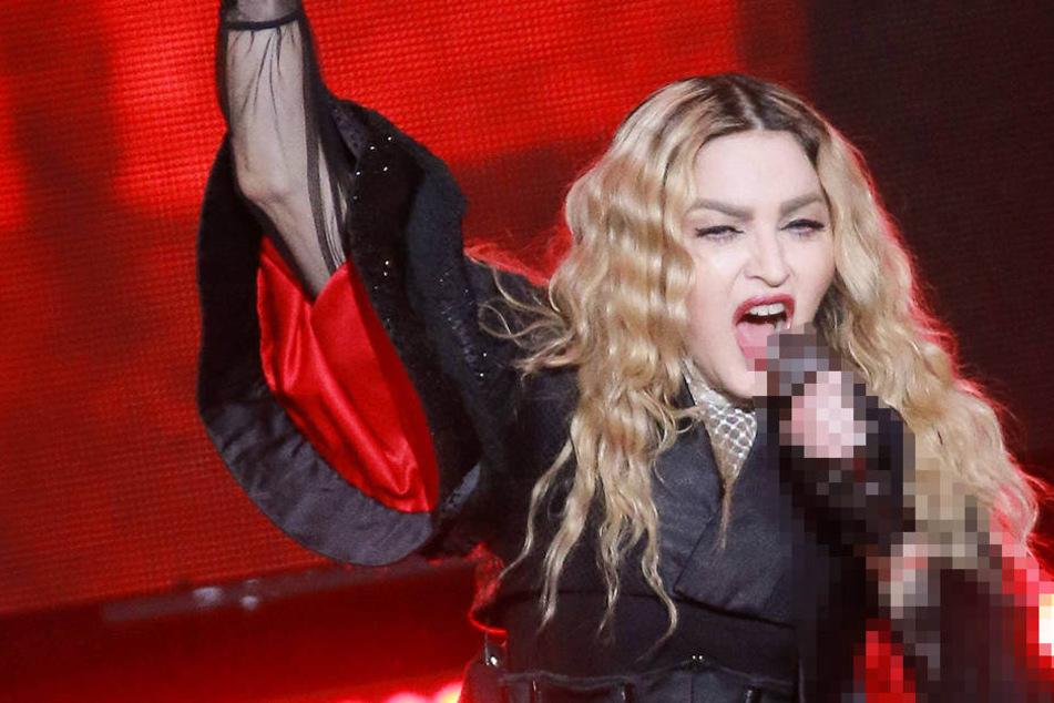 Die betagte Madonna (58) bietet sexuelle Dienste für Wähler, die sich für Hillary Clinton (68) entscheiden.