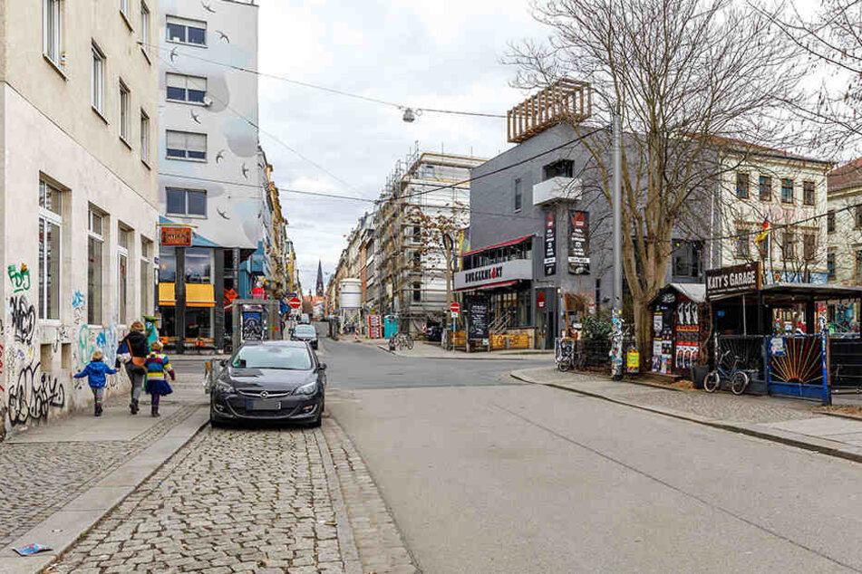 Die Polizei sucht jetzt Zeugen zu einem Vorfall auf der Alaunstraße.
