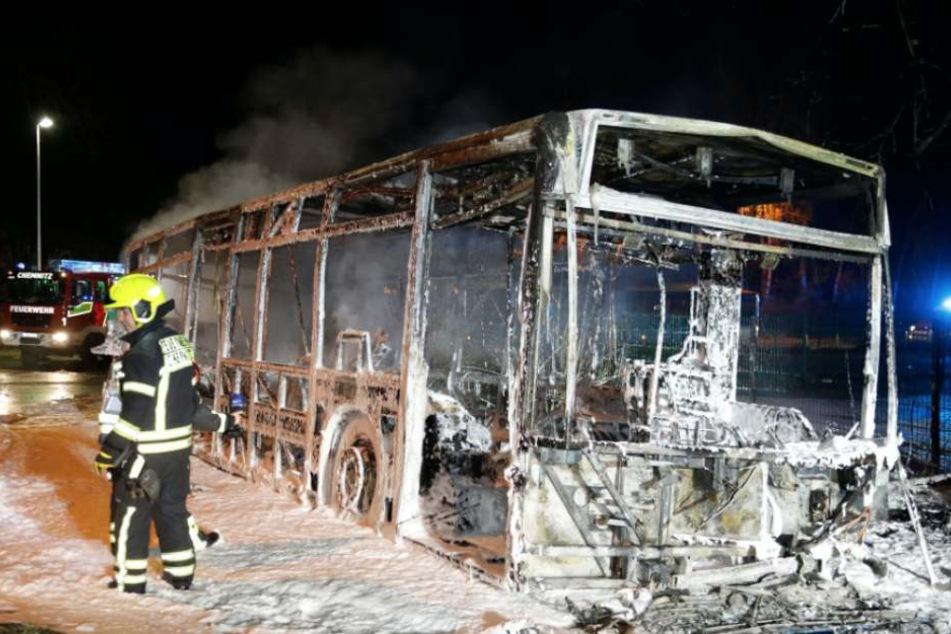 Beim Anlassen Feuer gefangen! Das war mal ein CVAG-Bus