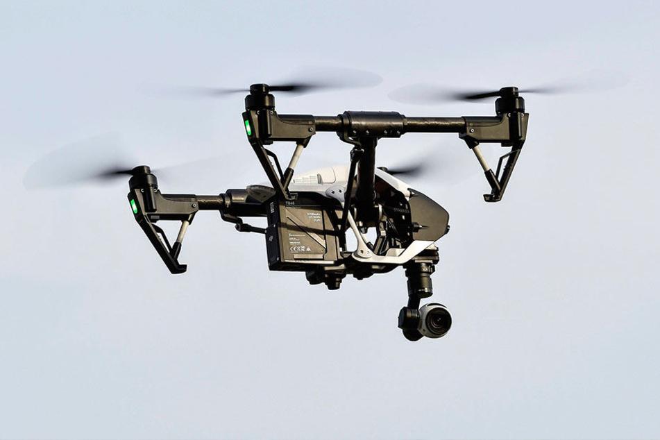 Künftig kann die Autobahn-Überwachung mit Drohnen auch auf PKW ausgedehnt werden.