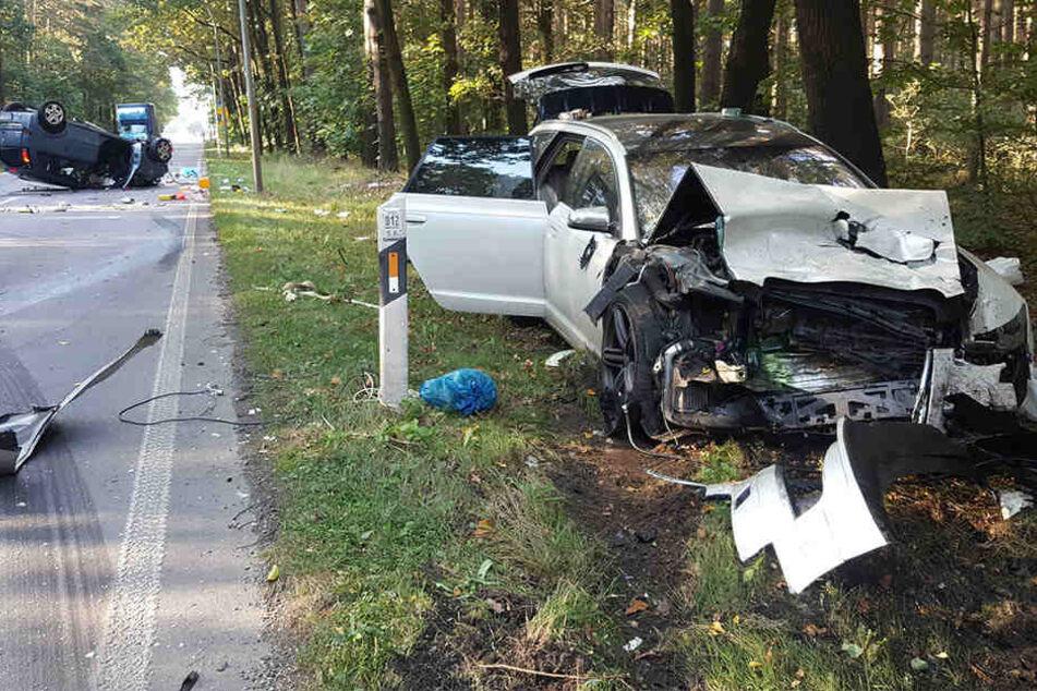Beide Fahrzeuge wurden schwer beschädigt. Die Insassen mussten ins Krankenhaus.