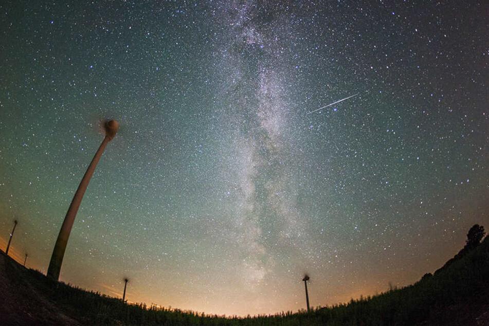 In der Nacht zum Freitag werden stündlich mehr als 100 Sternschnuppen erwartet.