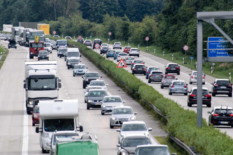 Urlauber müssen mit hohem Verkehrsaufkommen an diesem langen Wochenende rechnen. (Archiv)