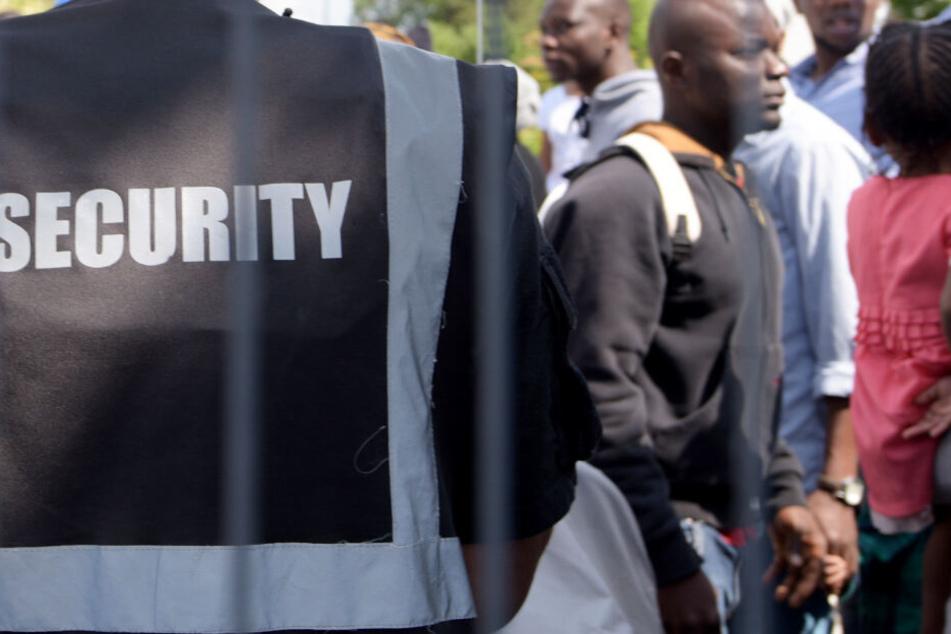 Kommunen mit großen Unterkünften für Asylbewerber wollen strikte Regeln durchsetzen. (Symbolbild)