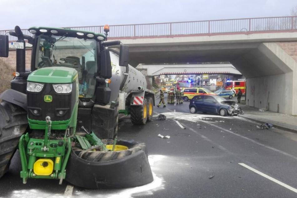 Das Vorderrad des Traktors war bei dem Unfall abgebrochen.