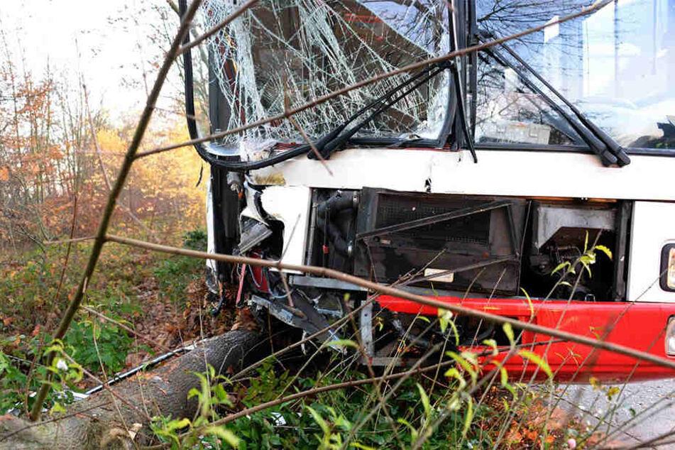 Der Bus ist komplett zerstört.